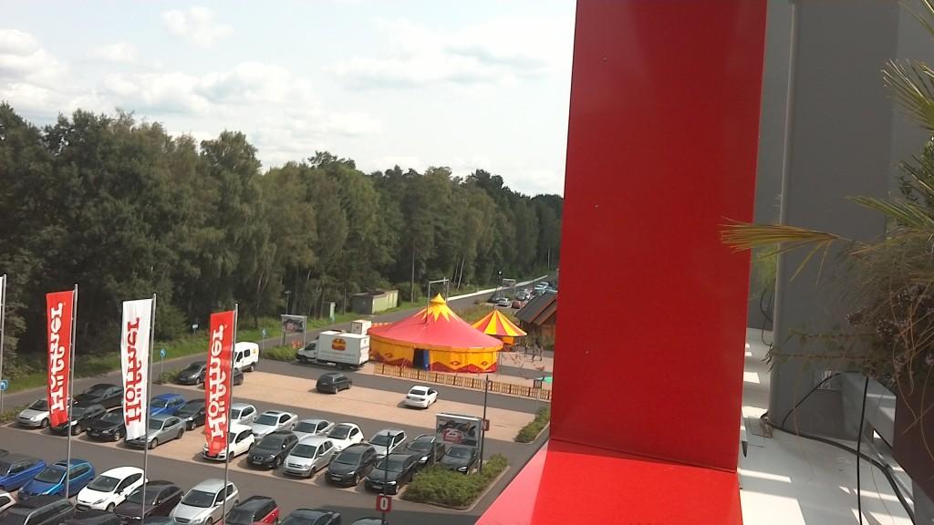 Zirkuszelt 14m rund 156qm zirkuszelte mit for Innendesign schule