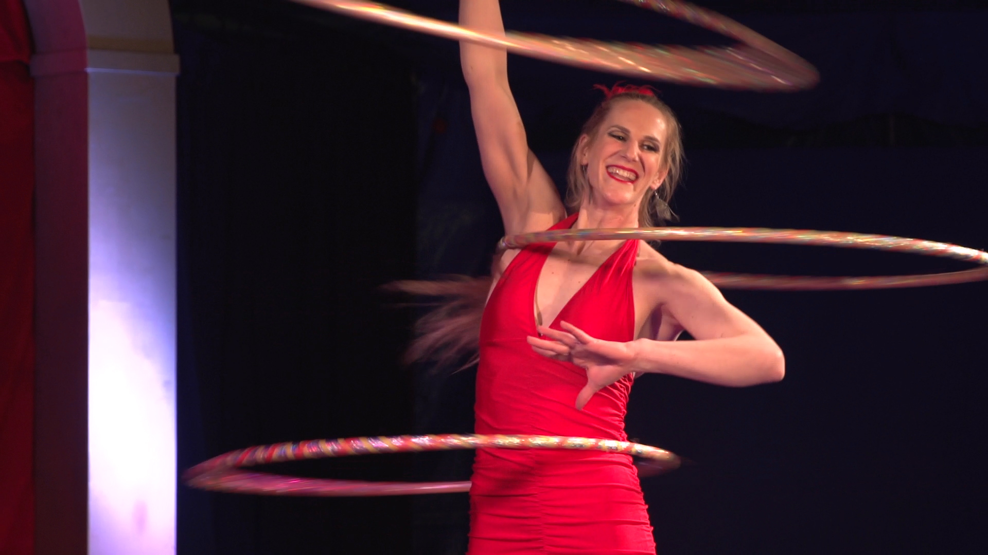 Laura-Cohen-Hula-Hoop-Show-circusevents-koeln-3