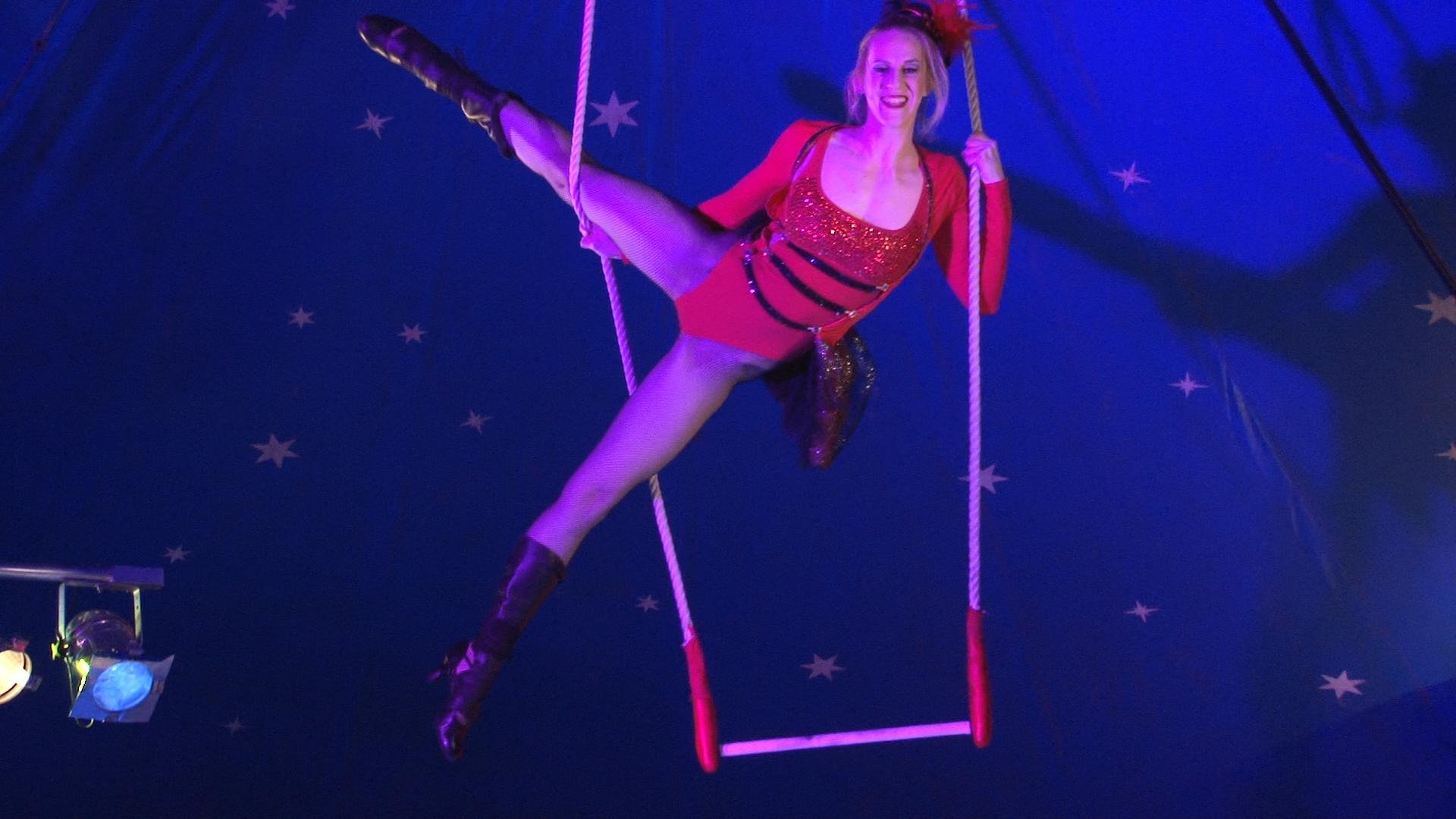 Laura-Cohen-Trapez-Show-circusevents-koeln-.5