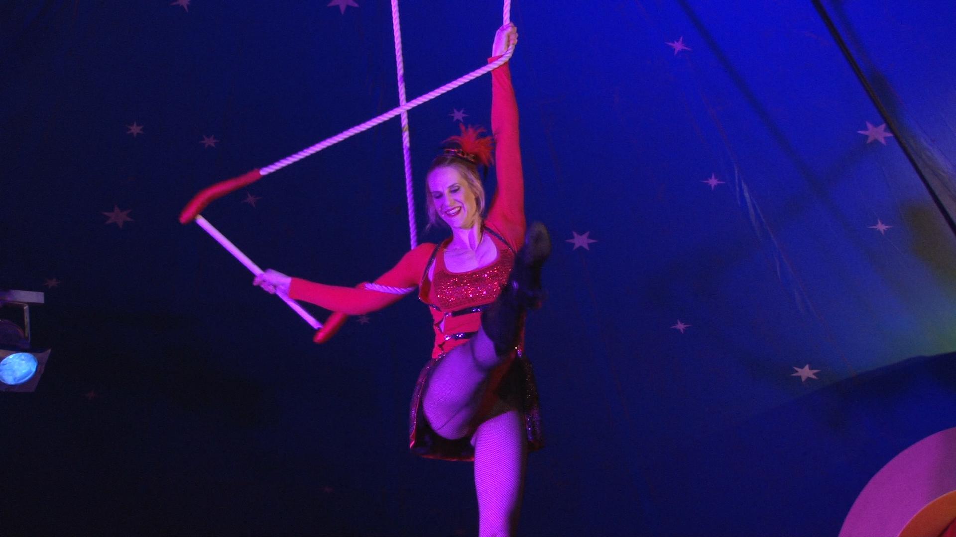 Laura-Cohen-Trapez-Show-circusevents-koeln-1