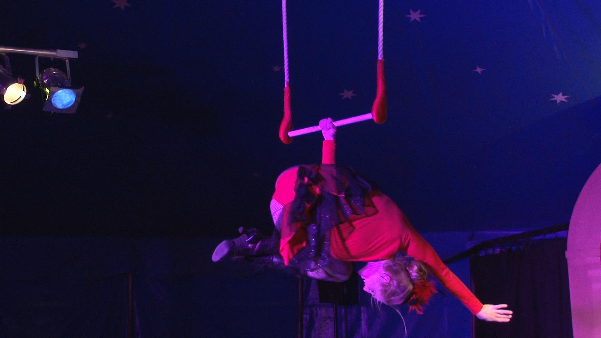 Laura-Cohen-Trapez-Show-circusevents-koeln4